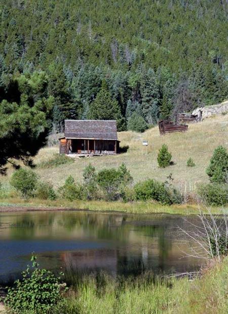 forgotten valley homestead hike golden