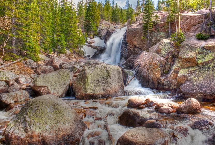 alberta-falls-haiyaha-loop-hike-ben-cash-creative-commons