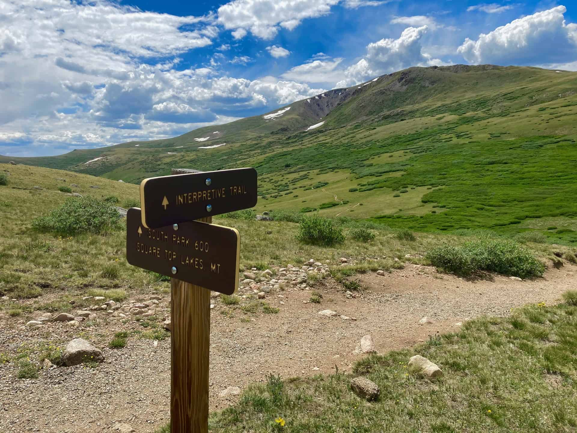 Trail junction for Square Top Lakes Trail